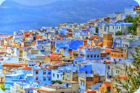 Un pueblo bañado de azul